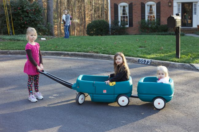 girls in wagon