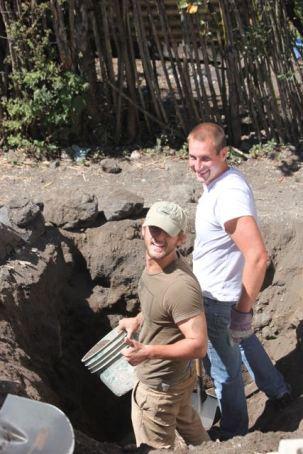 Simon and Kinan digging